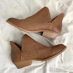 Universal Thread   Brown Booties Size 8